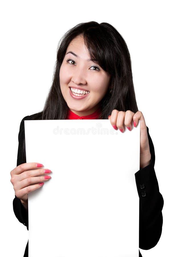 Mujer asiática con la bandera en blanco blanca foto de archivo libre de regalías