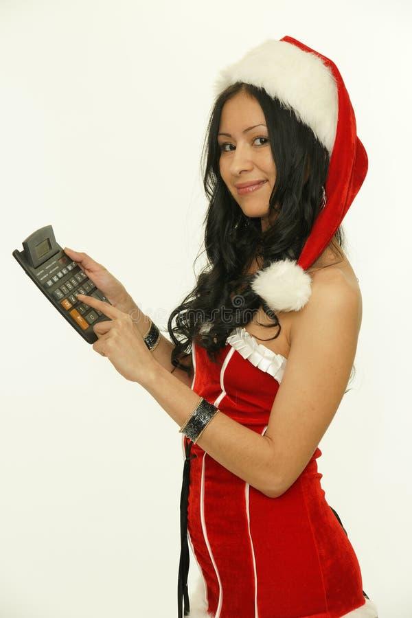 Mujer asiática de santa de la Navidad con la calculadora imágenes de archivo libres de regalías