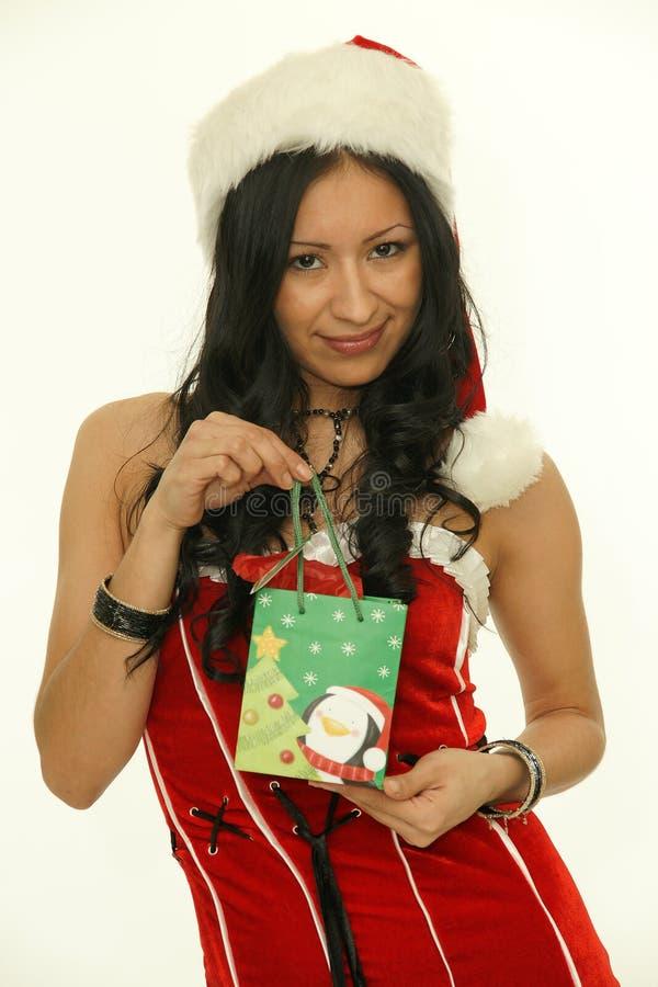 Mujer asiática de santa de la Navidad con el regalo imagenes de archivo