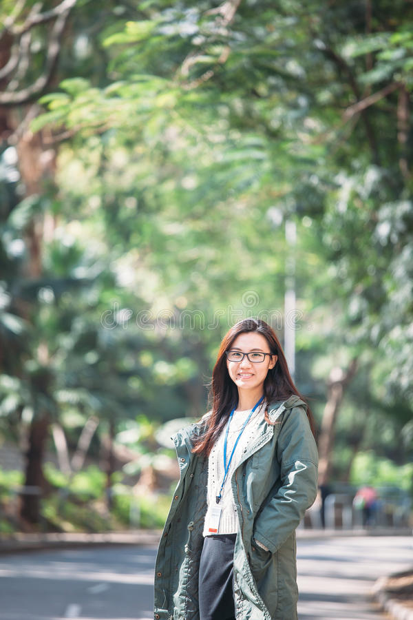 Mujer asiática del trabajo con ropa de sport en al aire libre imágenes de archivo libres de regalías