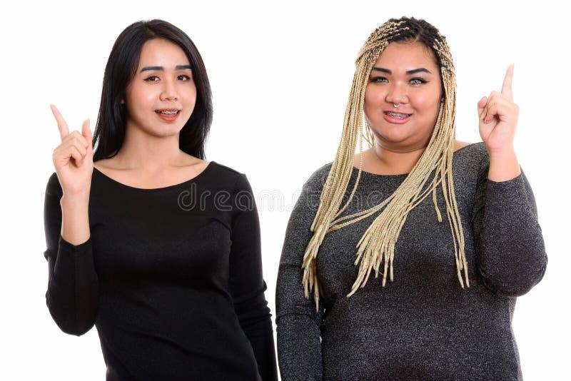 Mujer asiática feliz joven del transexual y sonrisa asiática gorda de la mujer fotos de archivo