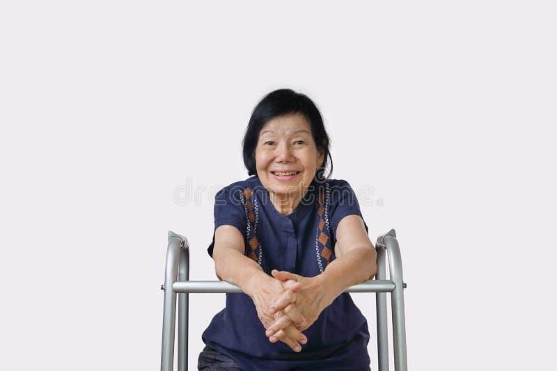 Mujer asiática feliz que se relaja en casa fotos de archivo