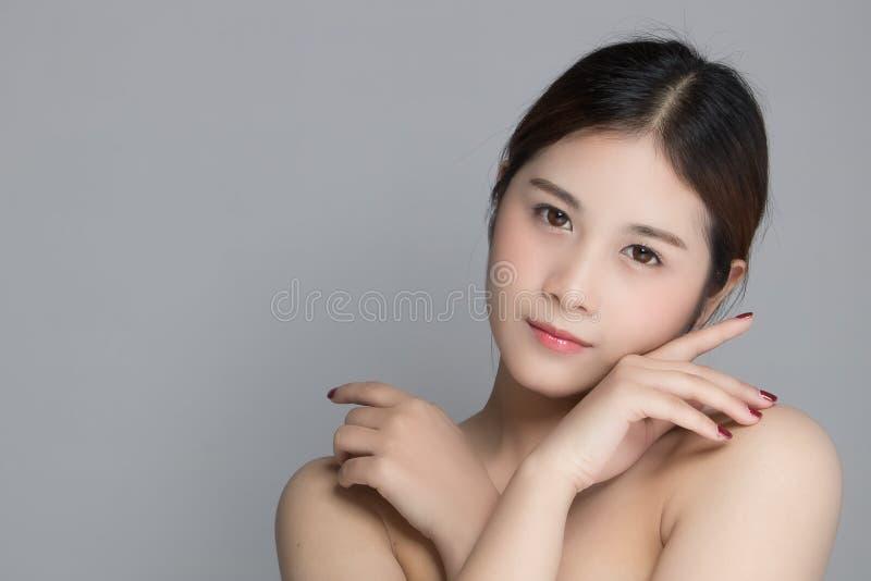 Mujer asiática hermosa atractiva fotos de archivo