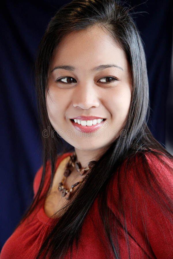 Mujer asiática hermosa y encantadora foto de archivo