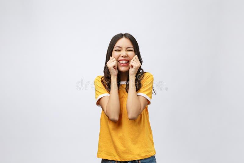 Mujer asiática joven feliz con el área de espacio en blanco de la copia para el texto o el lema, retrato del primer de la mujer a foto de archivo libre de regalías