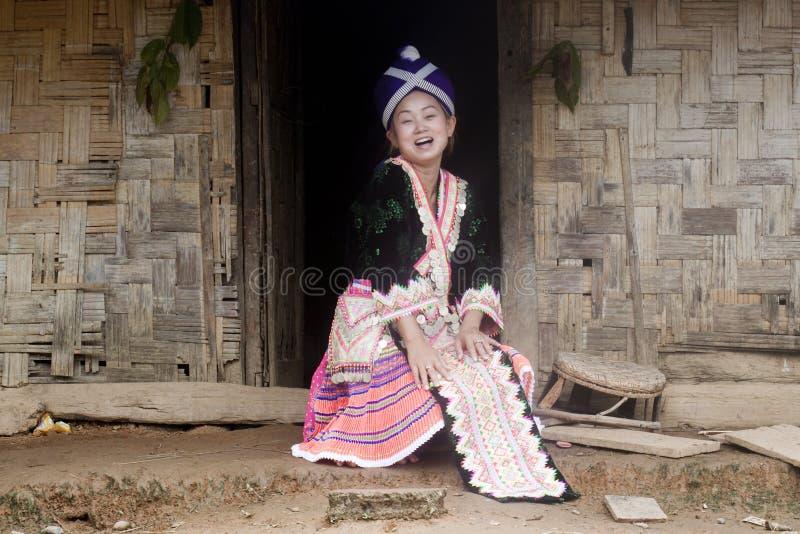 Mujer asiática Laos en ropa tradicional, Hmong imagen de archivo