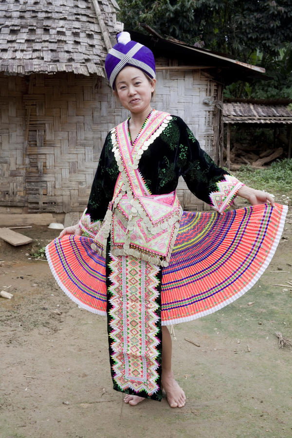 Mujer asiática Laos en ropa tradicional, Hmong fotografía de archivo