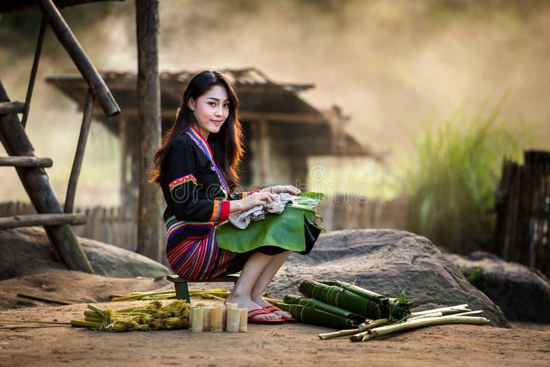 Mujer asiática Laos en ropa tradicional, Hmong imágenes de archivo libres de regalías