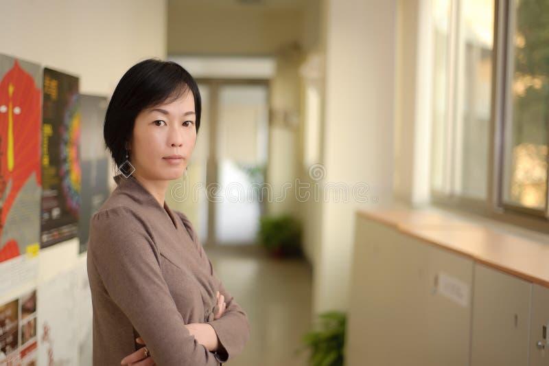 Mujer asiática madura fotos de archivo libres de regalías