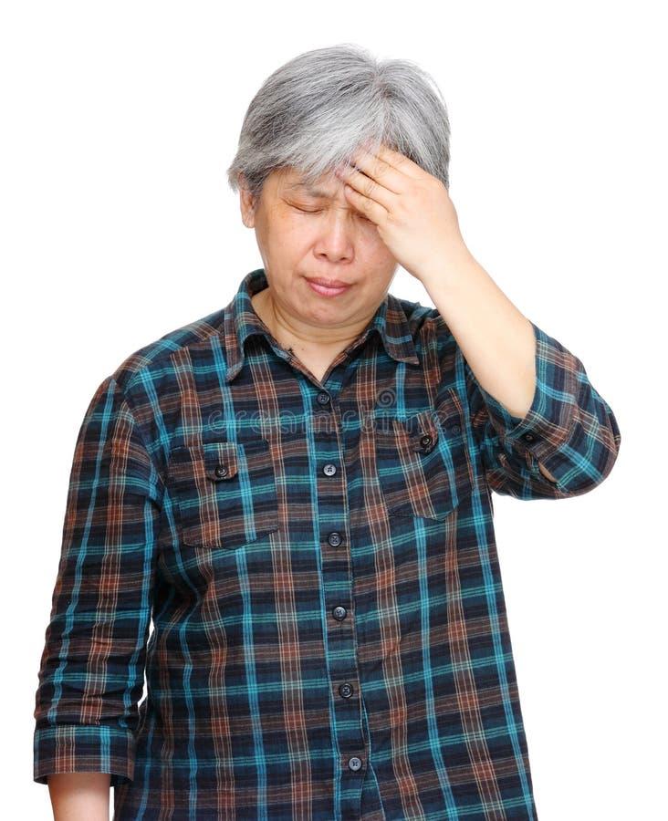 Mujer asiática madura con dolor de cabeza imágenes de archivo libres de regalías