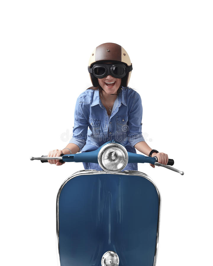 Mujer asiática que usa el casco que conduce la motocicleta retra azul imágenes de archivo libres de regalías