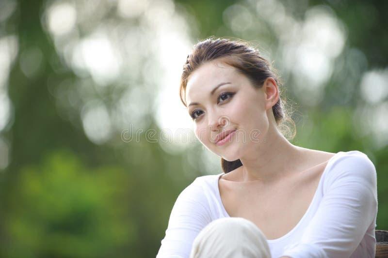 Mujer asiática sana atractiva fotografía de archivo libre de regalías