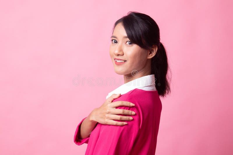 Mujer asi?tica joven hermosa feliz fotografía de archivo libre de regalías