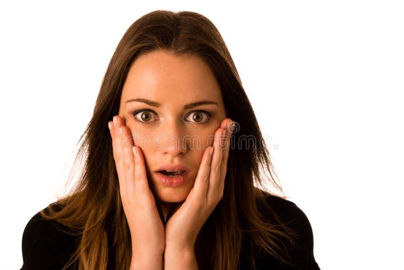 Mujer asustada - muchacha preety que gesticula miedo fotos de archivo libres de regalías