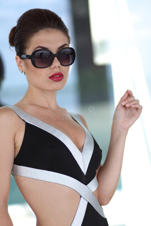 Mujer atractiva imagen de archivo libre de regalías