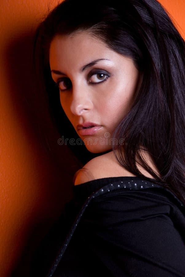 Mujer atractiva. imagen de archivo libre de regalías