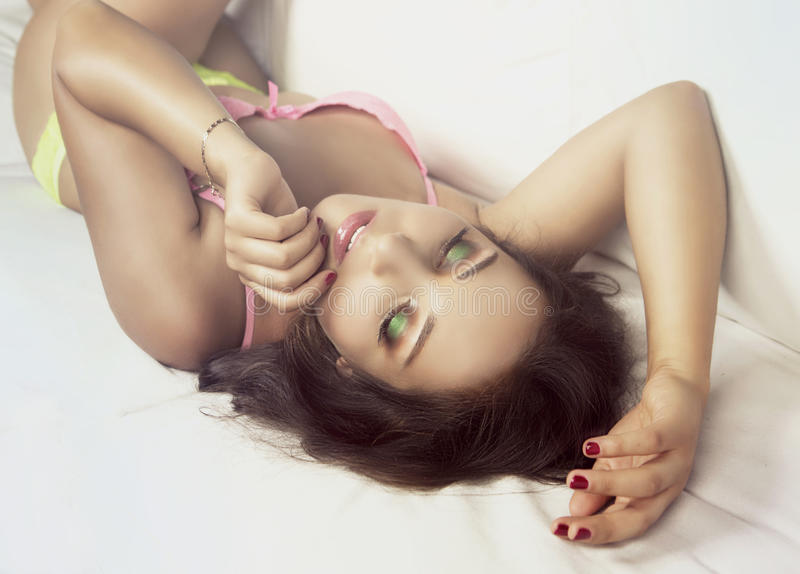 Mujer atractiva imagenes de archivo