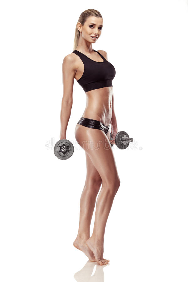 Mujer atractiva agradable que hace entrenamiento con pesa de gimnasia imágenes de archivo libres de regalías