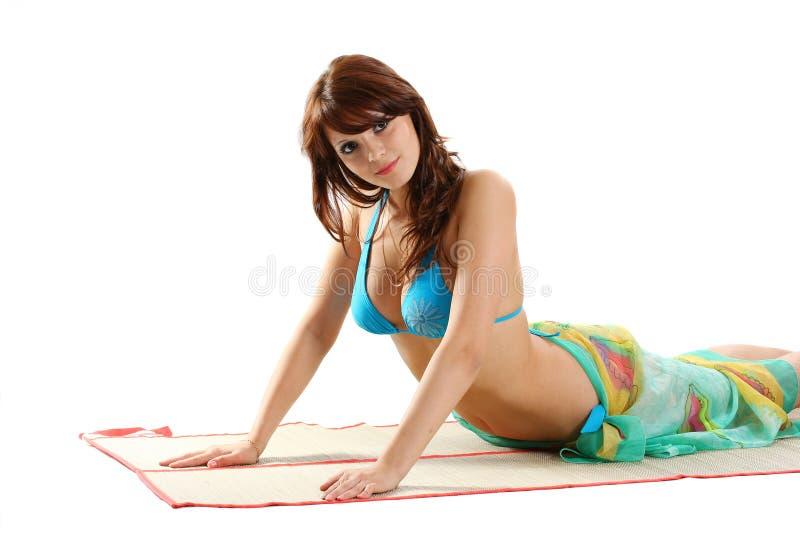 Mujer atractiva atractiva foto de archivo libre de regalías
