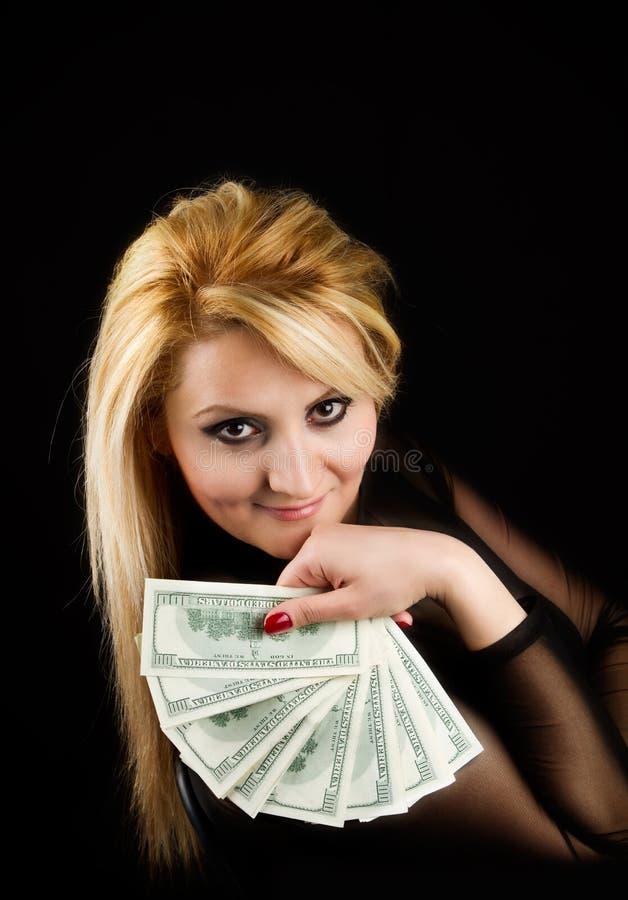 Mujer atractiva con efectivo fotografía de archivo libre de regalías
