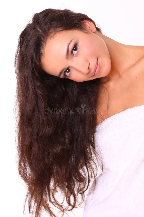 Mujer atractiva con el pelo largo imagen de archivo libre de regalías