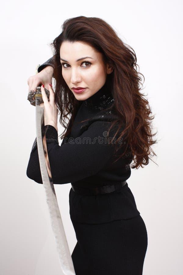 Mujer atractiva con la espada imágenes de archivo libres de regalías