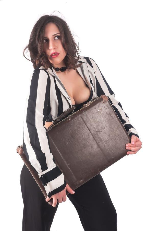 Mujer atractiva con la maleta imagen de archivo