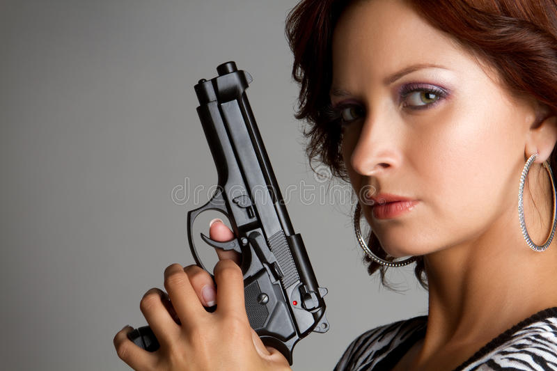 Mujer atractiva del arma imagen de archivo libre de regalías
