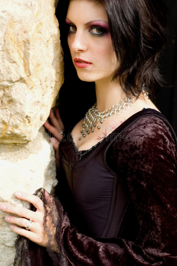 Mujer atractiva del vampiro foto de archivo