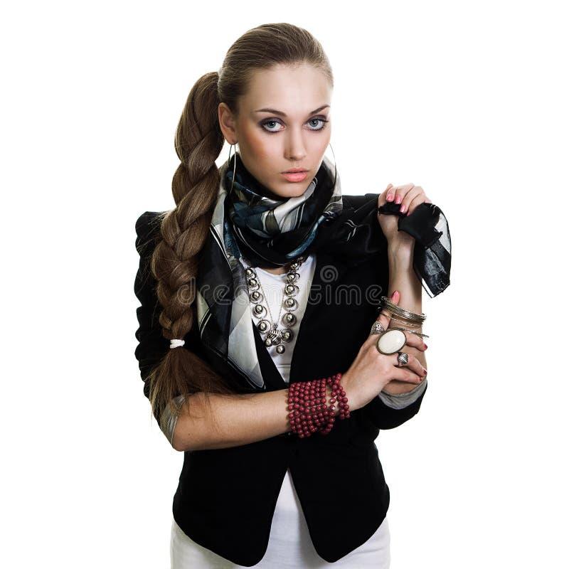Mujer atractiva en chaqueta con el bijouterie imagen de archivo libre de regalías