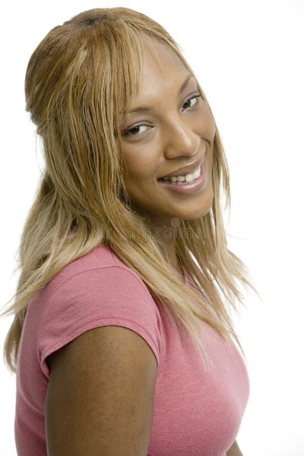 Mujer atractiva en color de rosa fotos de archivo libres de regalías