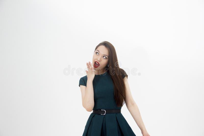 Mujer atractiva en el fondo blanco fotografía de archivo libre de regalías