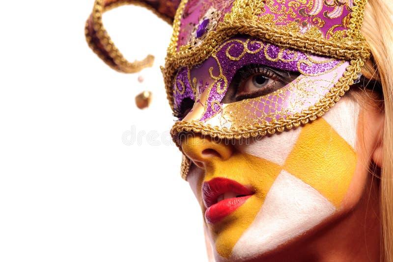 Mujer atractiva en máscara del partido foto de archivo