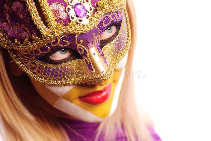 Mujer atractiva en máscara del partido imagen de archivo libre de regalías