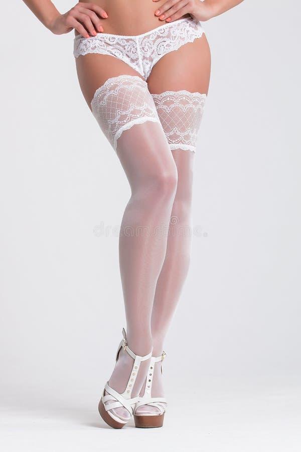 Mujer atractiva en una ropa interior blanca en el fondo blanco imagen de archivo imagen de - Fotografias de mujeres en ropa interior ...