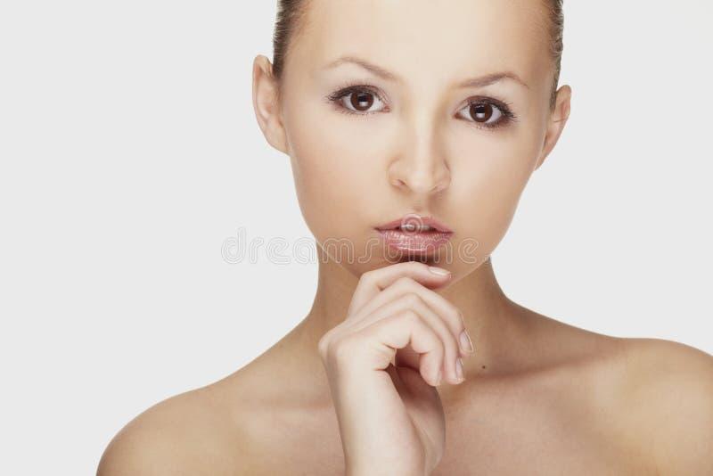 Mujer atractiva fresca y hermosa imagen de archivo