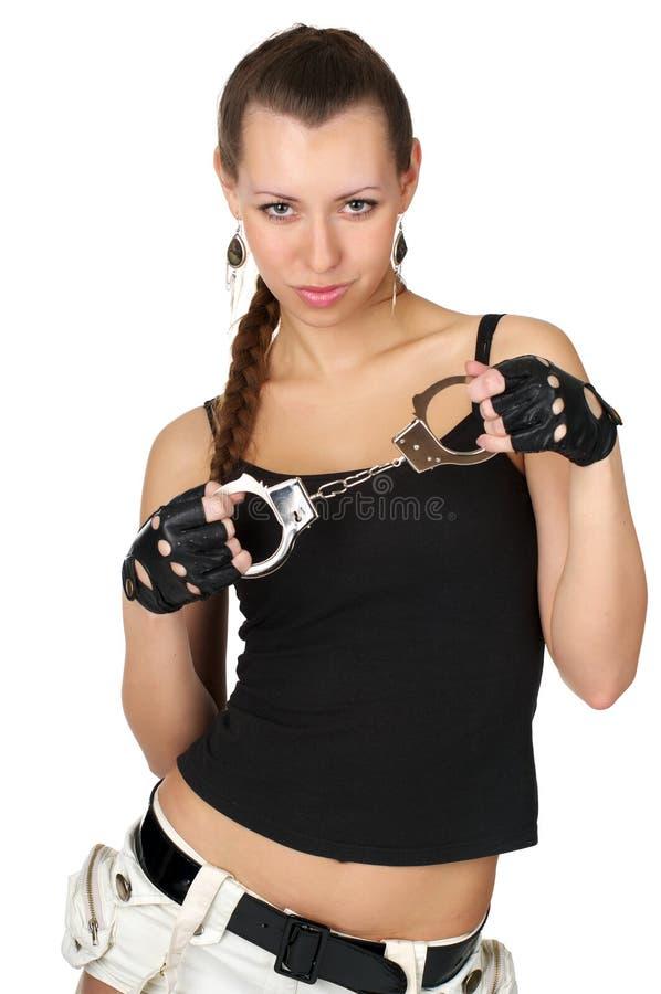 Mujer atractiva hermosa con las manillas fotografía de archivo libre de regalías