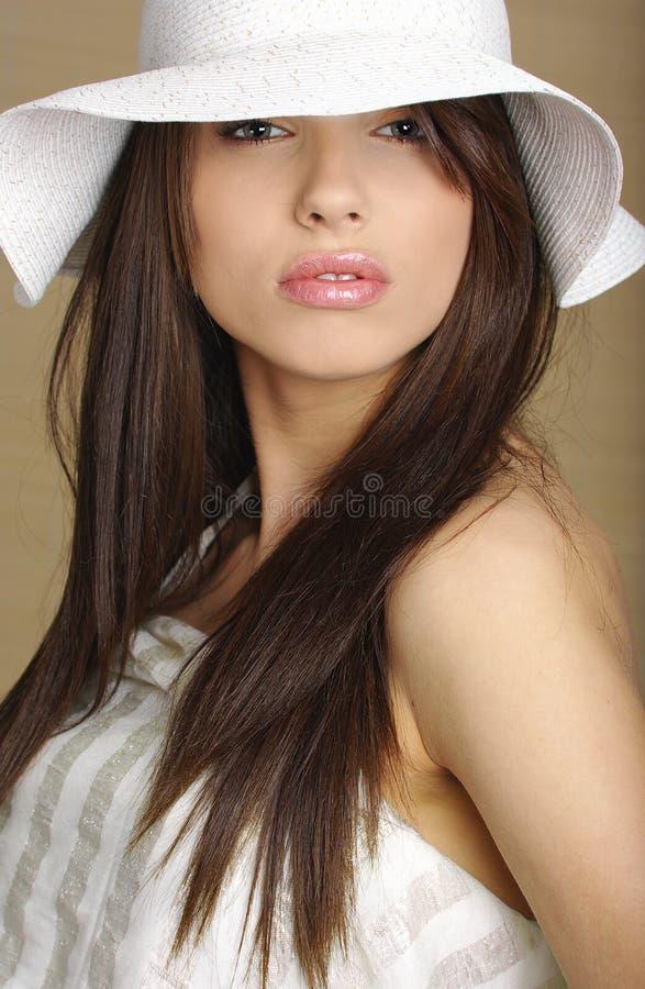 Mujer atractiva hermosa del verano fotografía de archivo libre de regalías
