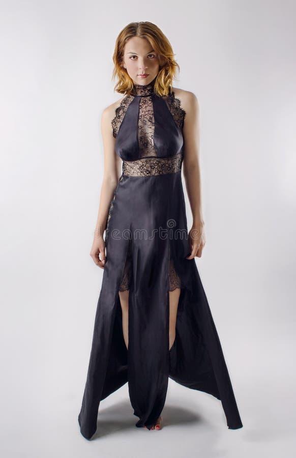 Mujer atractiva hermosa en ropa interior imágenes de archivo libres de regalías
