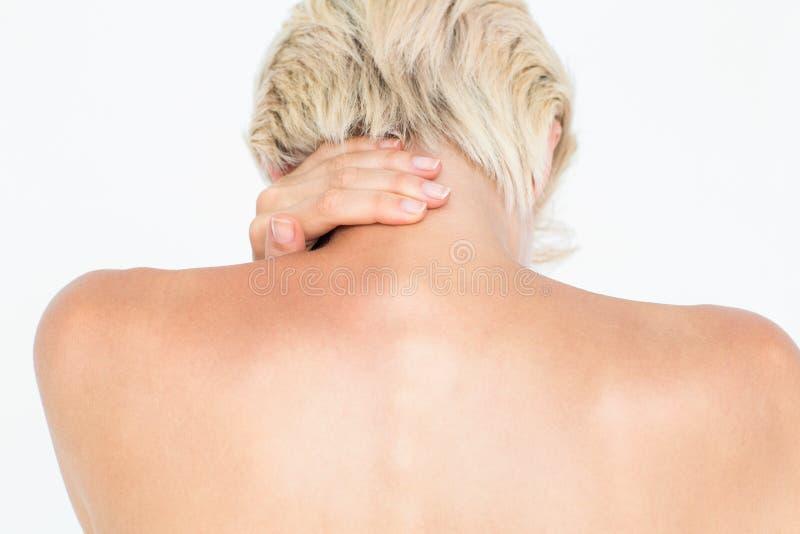 Mujer atractiva que sufre de dolor de cuello imagenes de archivo