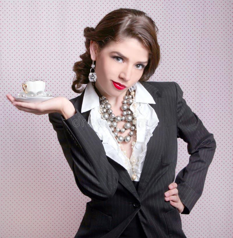 Mujer atractiva vestida en estilo retro de la vendimia imágenes de archivo libres de regalías