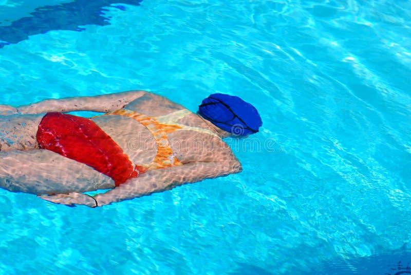 Mujer bajo el agua foto de archivo libre de regalías