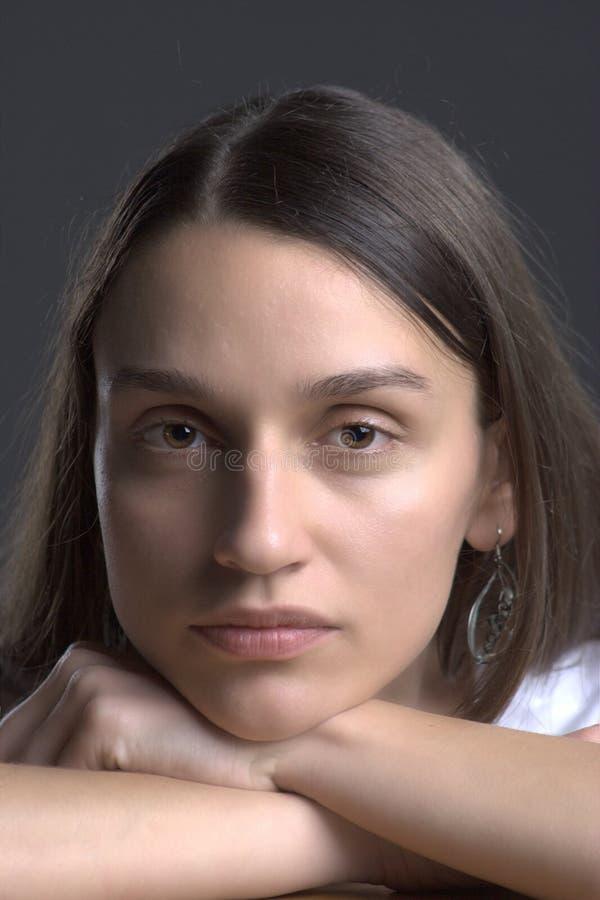 Mujer bastante joven   imágenes de archivo libres de regalías
