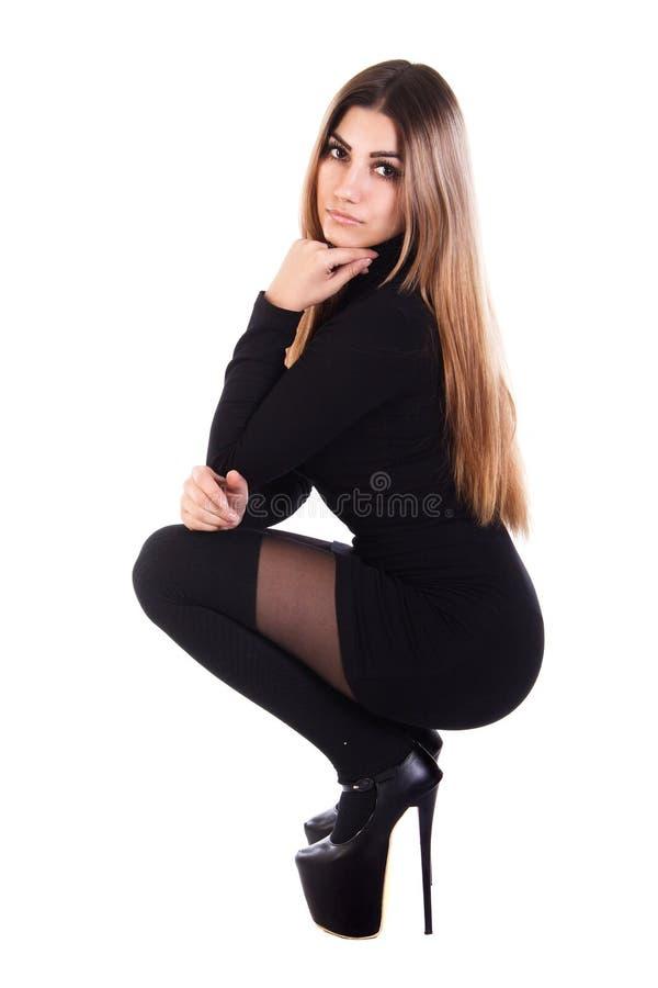 Mujer bastante joven en una alineada negra imagen de archivo