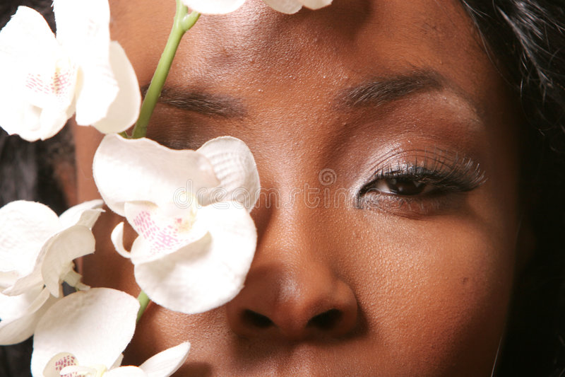 Mujer bastante negra imagen de archivo libre de regalías