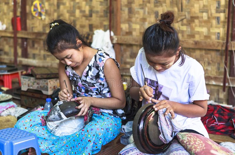 Mujer birmana con Thanaka en Myanmar foto de archivo