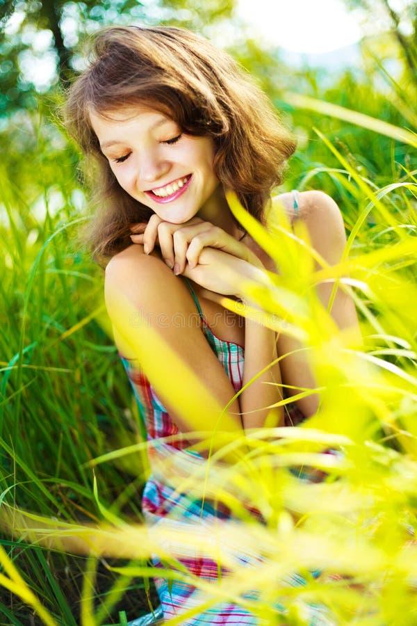 Mujer bonita al aire libre imagen de archivo libre de regalías