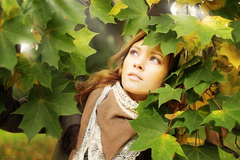 Mujer bonita al aire libre foto de archivo libre de regalías