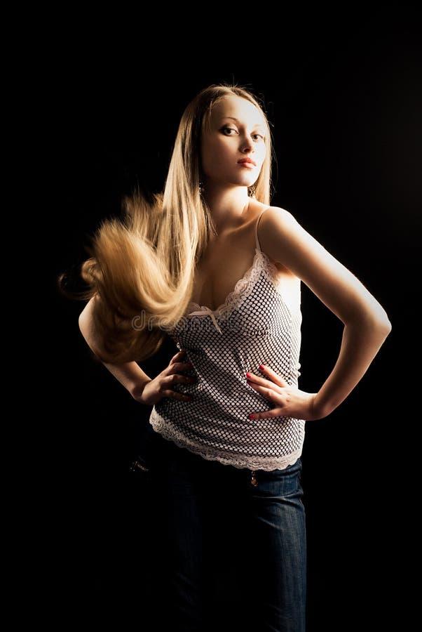 Mujer bonita con el pelo largo imagenes de archivo