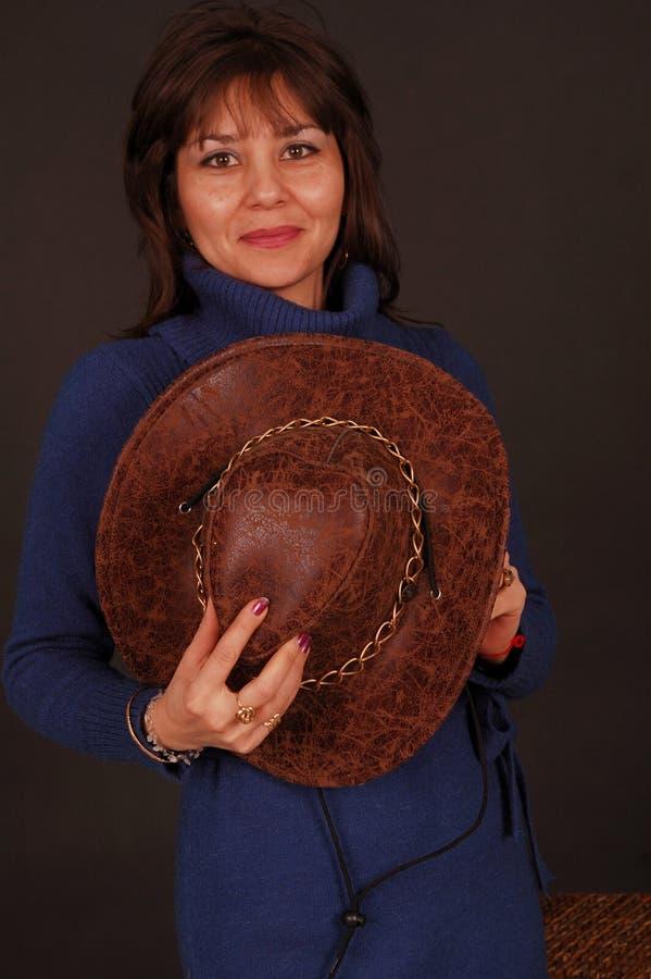 Mujer bonita con el sombrero de vaquero foto de archivo libre de regalías